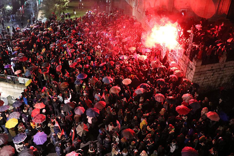 Multitudinaria manifestación en la jornada de huelga feminista en Valladolid. Foto: Gaspar Francés.